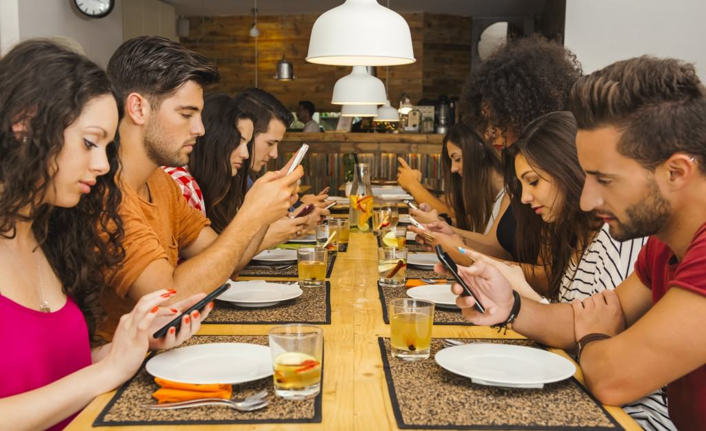 bar restaurant wifi 1024x626 - Free Wi-Fi Can Boost Your Restaurant Business: Here's How